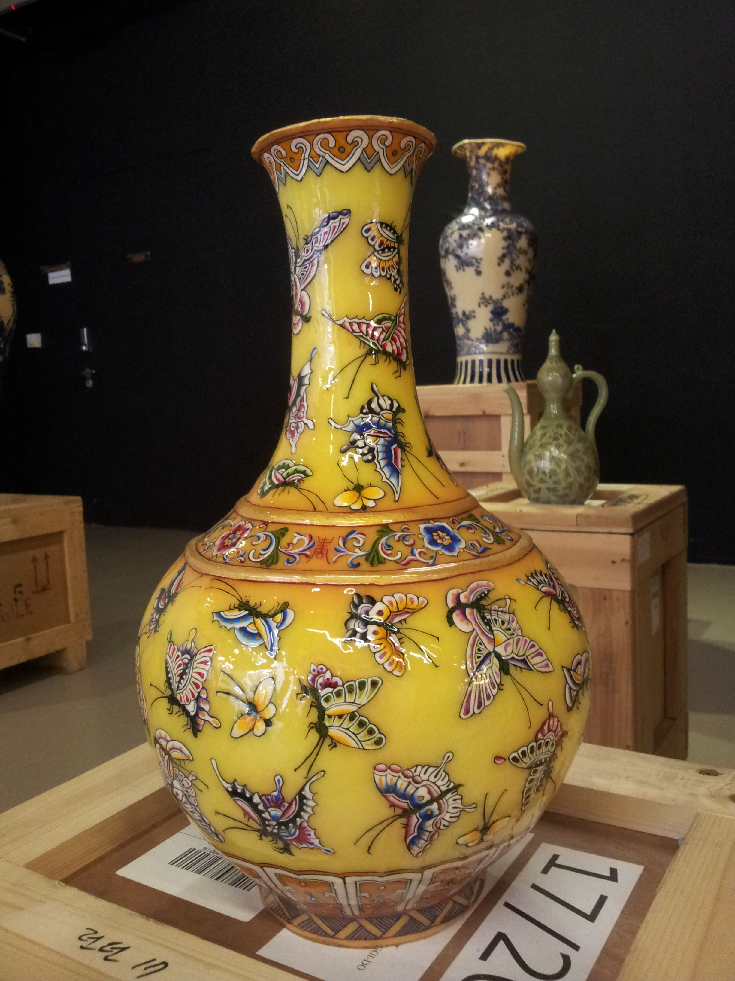 140123 vase with butterflies